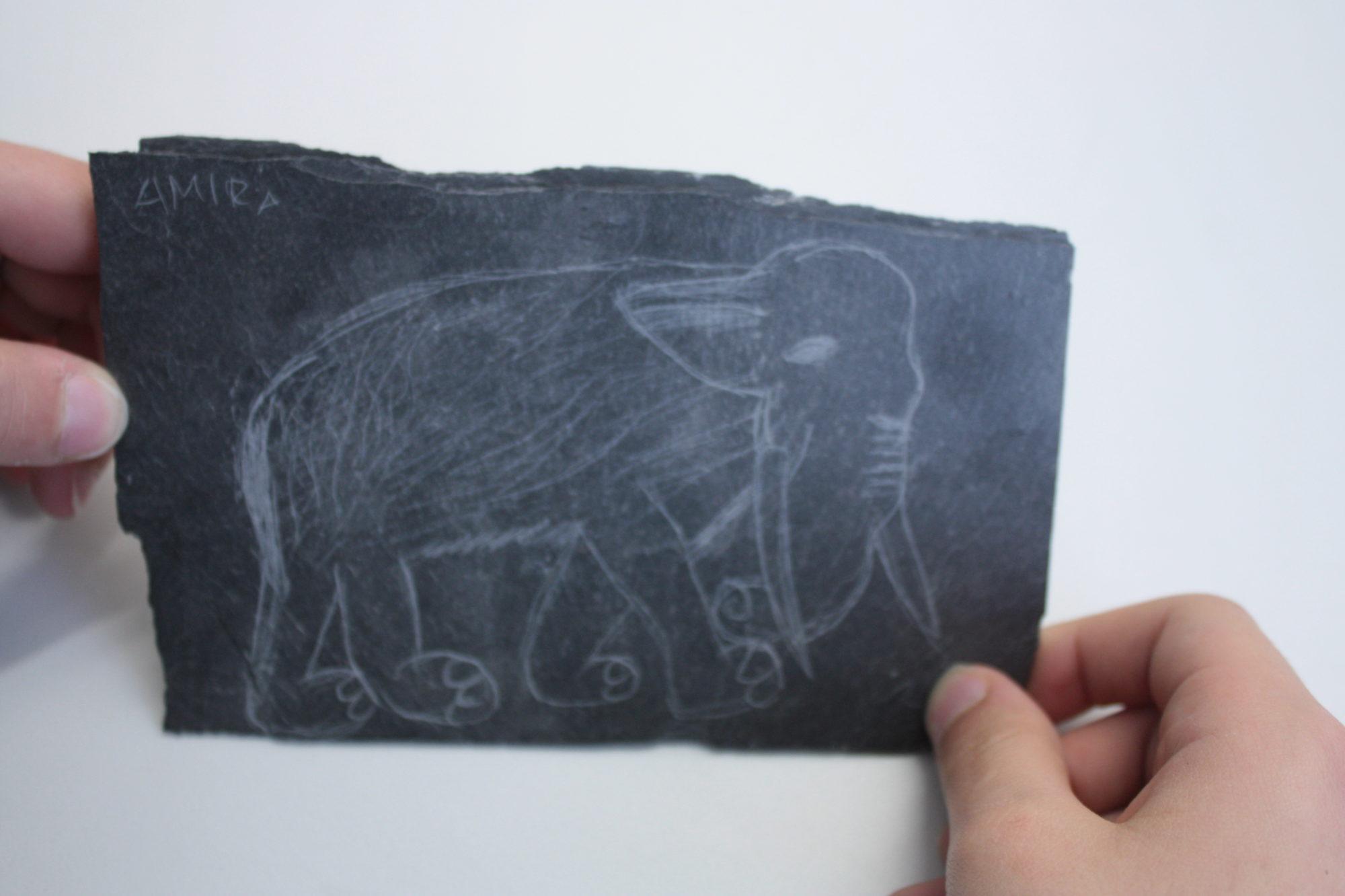 Elefant auf Platte gerizt